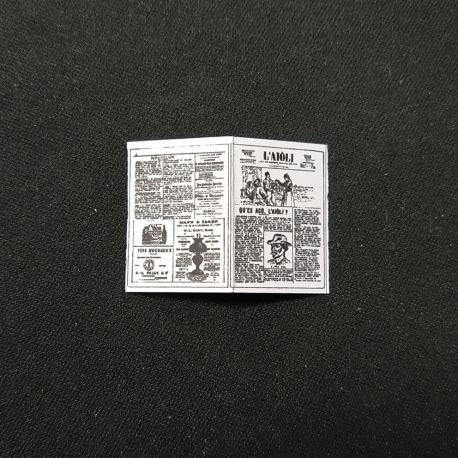 Journal papier, accessoire miniature